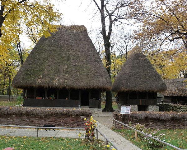 601px-RO_B_Village_Museum_Salciua_household